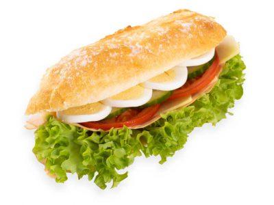 Stokbroodje gezond met ham, kaas, komkommer, tomaat, sla en french dressing