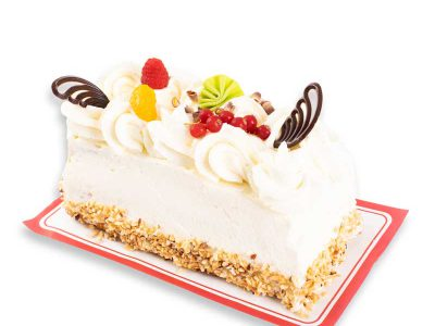 Heerlijke opgespoten cake met roomboter en slagroom van Bakkerij Maxima!