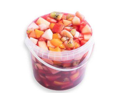 Lekkere emmer vruchtenbowl van Bakkerij Maxima, 1 liter.