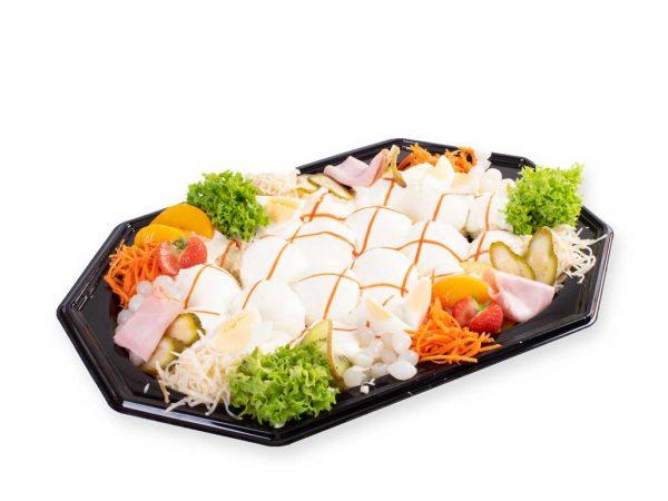 Een heerlijke saladeschotel met Huzarensalade koop je bij Bakkerij Maxima op Urk.