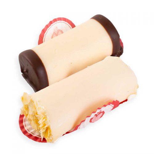 Heerlijke mergpijpjes van Amandelmarsepein gevuld met roombotercreme en cake.