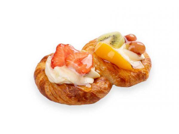 Overheerlijk vruchtenbroodje van Bakkerij Maxima op Urk.